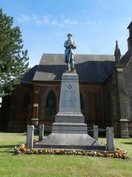 Poilu au repos – Monument aux morts – Beugny