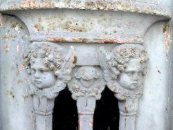 Portes de chapelles sépulcrales – Division 23 – Cimetière du Père Lachaise – Paris (75020)
