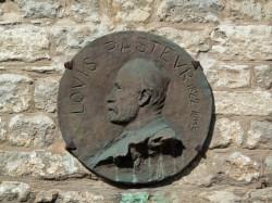 Médaillon Louis Pasteur – Rue de l'Hôtel de Ville – Arbois