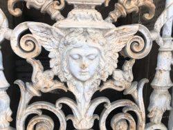 Portes de chapelles sépulcrales (1) – Division 69 – Cimetière du Père Lachaise – Paris (75020)