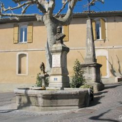 Monument-fontaine à Alphonse Tavan – Châteauneuf-de-Gadagne