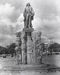 Monument à Dupleix – Pondichéry (déplacé)
