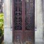Portes de chapelles sépulcrales et corbeille - Division 55 - Cimetière du Père Lachaise - Paris (75020) - Image9
