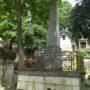 Entourages de tombes, croix et corbeille - Division 18 - Cimetière du Père Lachaise - Paris (75020) - Image2