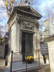 Chapelle sépulcrale de la famille Esnée- Cimetière du Père-Lachaise – Paris (75020)