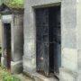Portes de chapelles sépulcrales - Division 19 - Cimetière du Père Lachaise - Paris (75020) - Image19