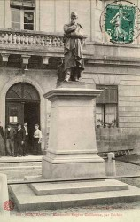 Monument au statuaire Eugène Guillaume – Montbard (fondu)