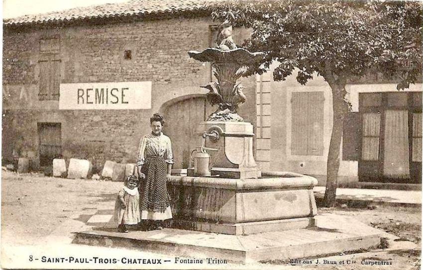 Fontaine du triton saint paul les trois ch teaux - Office du tourisme saint paul trois chateaux ...