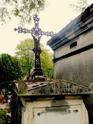 Croix de la sépulture Delion-Deville – Division 44 – Cimetière du Père Lachaise – Paris (75020)