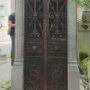 Portes de chapelles sépulcrales  - Division 18 - Cimetière du Père Lachaise - Paris (75020) - Image8