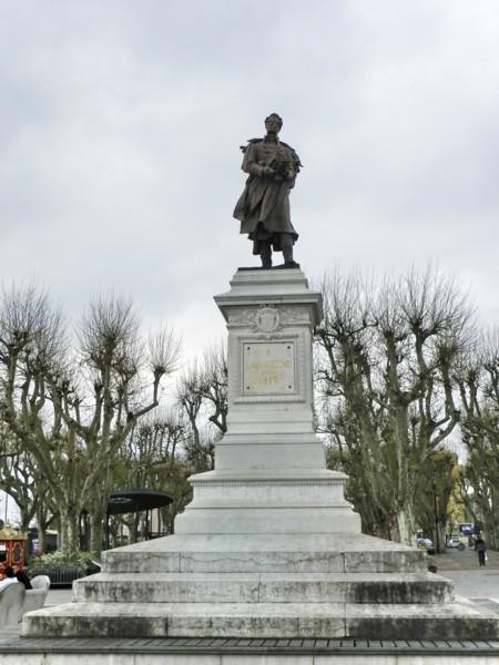Monument  U00e0 Lamartine  U2013 M U00e2con