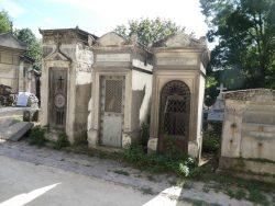 Portes de chapelles sépulcrales (1) – Division 26 – Cimetière du Père Lachaise – Paris (75020)