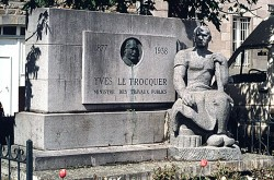 Monument à Yves Le Trocquer – Pontrieux
