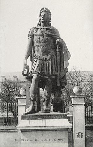 Monument A Louis Xiv En Empereur Romain Caen