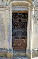 Portes de chapelles sépulcrales – Cimetière de la ville – Cahors