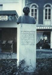 Monument au sculpteur Jean-Marie Mengue – Bagnères-de-Luchon