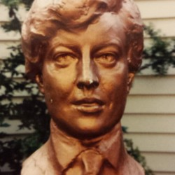 Buste de Clara Davis (fondu)