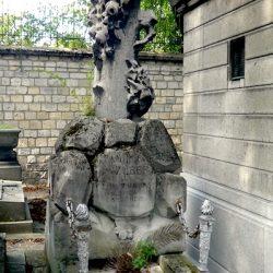 Ornements de sépulture (entourages de tombe) – Division 79 – Cimetière du Père-Lachaise – Paris (75020)