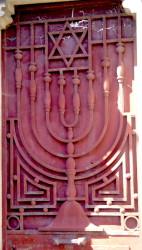 Portes de chapelles sépulcrales – Division 96 (2 – 2) – Cimetière du Père Lachaise – Paris (75020)