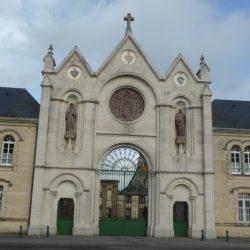 statue de saint Benoit    Soligny la Trappe