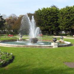 Bassin avec jet d'eau et vases (6) – Jardin Léon Bonnat – Bayonne