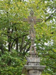 Croix et fonte funéraire – Ainhoa