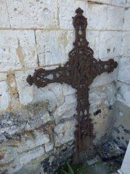 Croix funéraire – cimetière – Embry (2)
