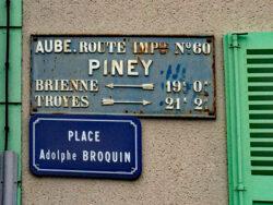 Plaque de cocher – Place Adolphe Broquin – Piney