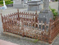 Entourage de tombe – cimetière – Marbaix (1)