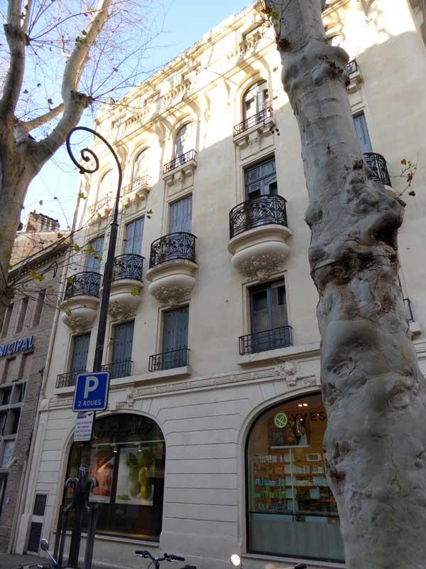 Balcons art d co rue de la r publique avignon for Code postal avignon