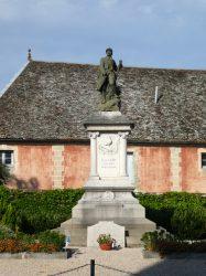 Monument aux morts – Rue de Versailles – Gy