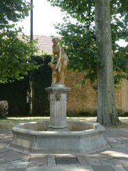 Fontaine Nymphe à la source – Avenue du Square de la Gare – Lure