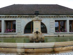 Fontaine avec vase – Rue principale – Fontaines-lès-Clairval