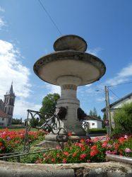 Fontaine avec mascarons – Place de la Fontaine – Boujailles