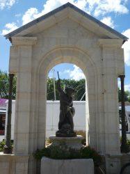 Fontaine avec Enfant au trident – Rue du Docteur Fortunat Pactet – Mont-sous-Vaudrey