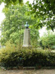 Monument à Élisée Cusenier – Avenue Élisée Cusenier – Besançon