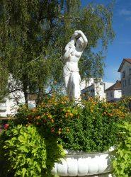 Fontaine Bacchante portant un jeune faune – Rue Saint-Exupéry – Champagnole