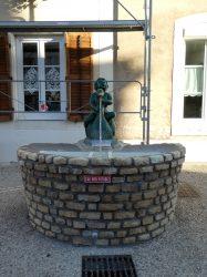 Fontaine Enfant au cygne – Rue Notre Dame – Void-Vacon
