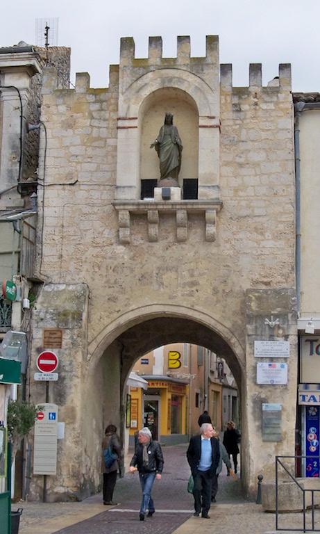 Notre dame porte saint paul les trois ch teaux for Piscine municipale saint paul trois chateaux