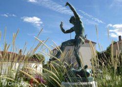 """Monument """"Faune dansant"""" – Dreux"""